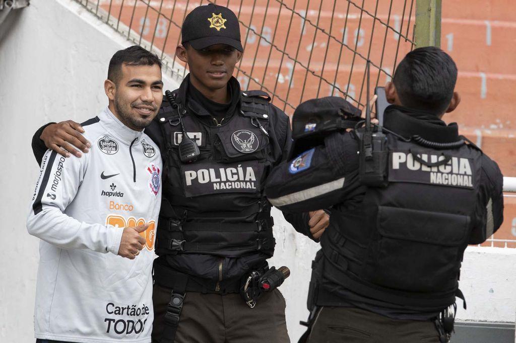 Sornoza - Policiais no Equador