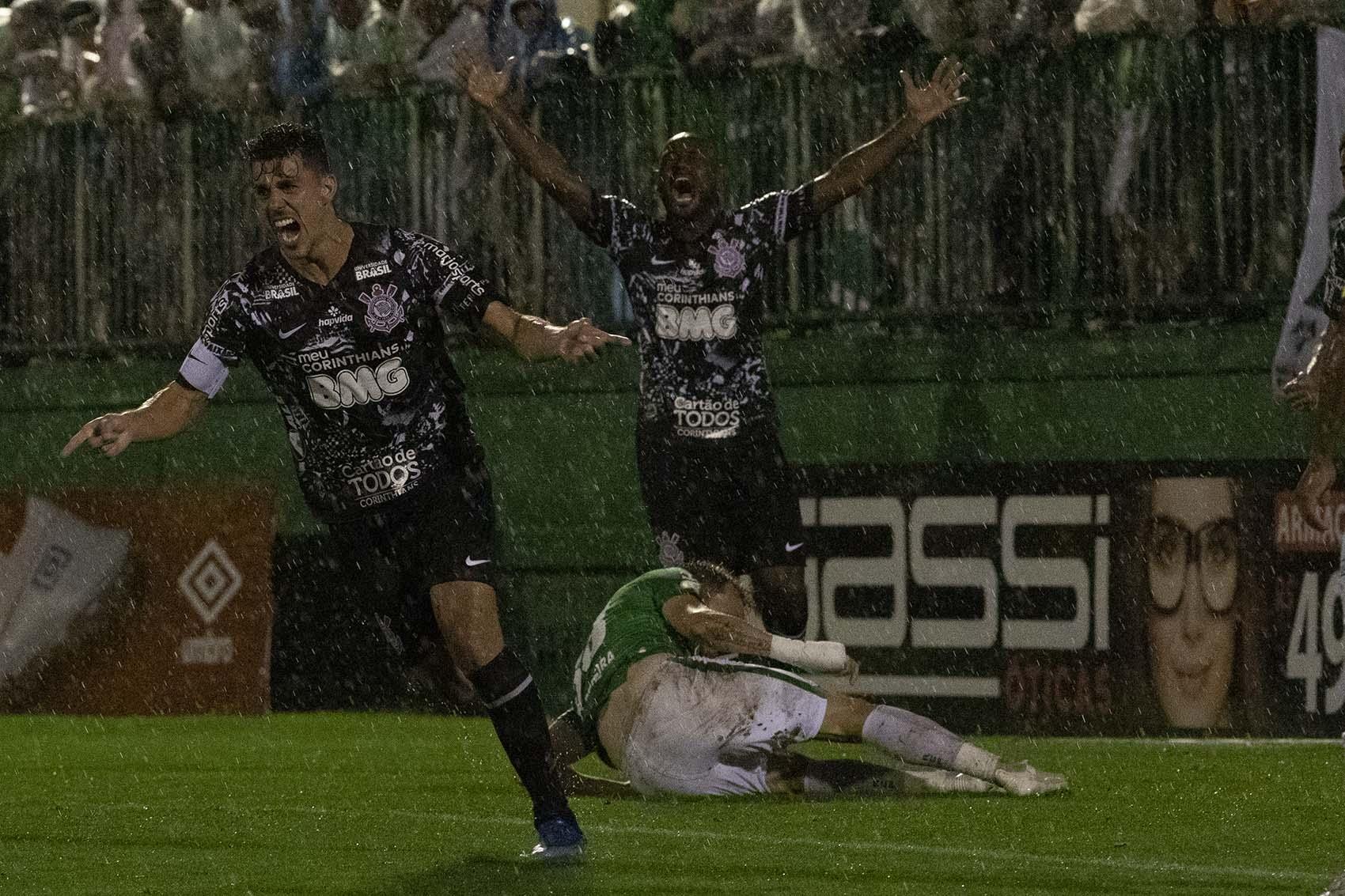 Avelar - Gol - Chapecoense x Corinthians