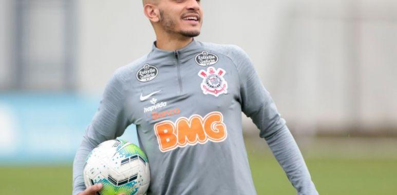Fabio Santos - Treino do Corinthians