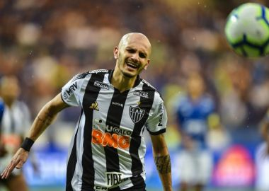 Fábio Santos - Atlético-MG - Acerta com o Corinthians